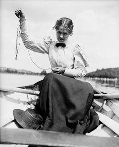 "534 Me gusta, 7 comentarios - Victorian Darlings (@victoriandarlings) en Instagram: """"Look, I Caught A Fish!"", ca. 1890s."""