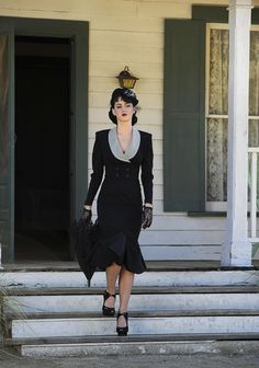 Katy Perry in forties fashion