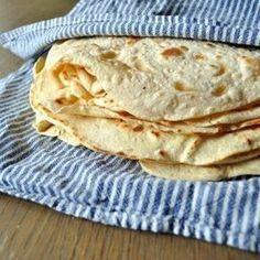 Hjemmelagde tortillalefser Dutch Recipes, Gourmet Recipes, Mexican Food Recipes, Vegan Recipes, Vegan Food, Food N, Food And Drink, No Bake Treats, Bread Baking