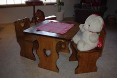 The woodworking plans for this beautiful kids table and chairs are free at www.jacksfurnitureplans.com