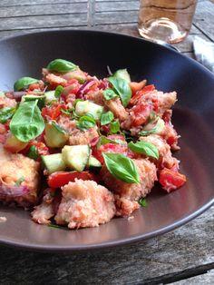 Une salade de pain ça vous dit ? La panzanella, ou panmolle, est une salade italienne. Elle est composée de pain rassis et de tomates et fait ainsi partie de la grande famillede...