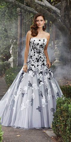 Would you get married in a colored wedding dress Lipstick Alley colored wedding gowns - Wedding Gown Colored Wedding Gowns, New Wedding Dresses, Perfect Wedding Dress, Wedding Colors, Bridal Dresses, Gown Wedding, Tulle Wedding, Black White Wedding Dress, Wedding Shot
