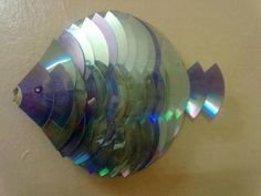 Old CDs. This would take time but with enough CD's it would be beautiful and so… Recycled Cds, Recycled Art Projects, Recycled Crafts, Craft Projects, Craft Ideas, Recycled Furniture, Modern Furniture, Furniture Design, Old Cd Crafts