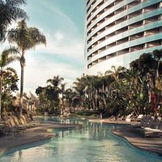 Vacation and poolside are pretty much synonymous around here. #SanDiego #marriottmarquissd