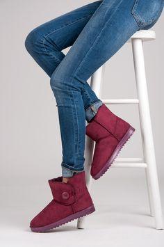 Raudoni žieminiai batai su pašiltinimu  http://www.vela.lt/moteriski/ilgaauliai/zieminiai/raudoni-zieminiai-batai-su-pasiltinimu-cnb-detail