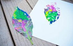 PAINT WITH LEAVES (via http://rubsomedirtblog.com/2012/07/favorite-craft-2-leaf-prints/)