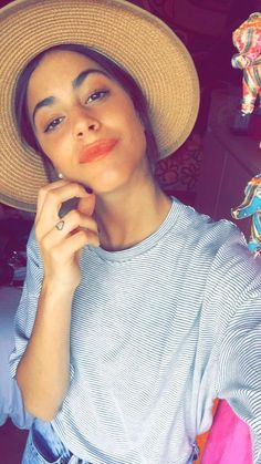 Martina Stoessel cool