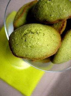 Matcha green tea madeleines - Ôdélices: Easy and easy cooking recipes Green Tea Dessert, Creme Dessert, Green Tea Recipes, Sweet Recipes, Easy Cooking, Cooking Recipes, Muffins, Matcha Green Tea, Coffee Recipes