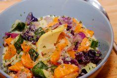 Zöldségfőzelék recept: Könnyed nyári zöldségfőzelék recept, mely önmagában is ízletes és pikáns ízvilágú a párolt káposztától, nem szükséges hús mellé. Cobb Salad, Potato Salad, Cabbage, Food And Drink, Potatoes, Vegetables, Ethnic Recipes, Vaj, Potato