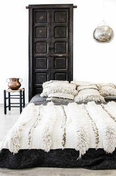 photo 1-handira-moroccan-blanket-rug_zpsbqne8npp.jpg