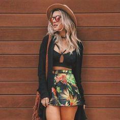 Chapéu e óculos são ótimos acessórios para o verão.                                                                                                                                                                                 Mais