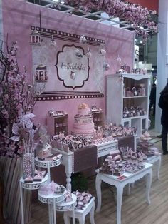 Awesome desert set-up! Birthday Decorations, Baby Shower Decorations, Bar Deco, Girl Birthday, Birthday Parties, Bar A Bonbon, Decoration Patisserie, Dessert Buffet, Candy Buffet Tables