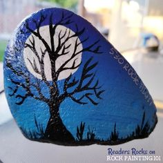 This technique for painting a gradient base coat is fast and easy. Check out the step by step tutorial and you'll be creating amazing painted rocks in no time! Fall Tree Painting, Stone Art Painting, Pebble Painting, Pebble Art, Matte Painting, Body Painting, Rock Painting Patterns, Rock Painting Ideas Easy, Rock Painting Designs
