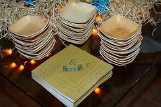Cupcake plates made from palm fronds