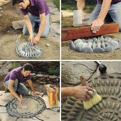 Ako vytvoriť kamienkovu mozaiku | kreativita.info Side Garden, Garden In The Woods, Garden Paths, Backyard Pool Designs, Backyard Landscaping, Mosaic Projects, Garden Projects, Rock Walkway, Pebble Mosaic