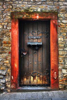 Village de Gau-Algesheim (Allemagne) reconnu pour sa viticulture. Porte typique d'une maison de vigneron. Photo de Daniel Mennerich.