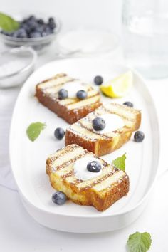 Definitely not on the diet but this looks amazing! Grilled Pound Cake with Blueberries #recipe