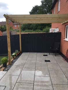 Turn your garden into a stylish entertaining space with our exclusive XL 600x900mm Denver Fog outdoor porcelain slab. Manufactured in a premium 20mm slab they're incredibly practical and hard-wearing and able to withstand anything the British climate can throw at them! In an on-trend grey colour tone they offer an on-trend solution for your your outdoor patio or terrace. Why not coordinate with our Silver Grey Split Face mosaic tiles and create the ultimate outdoor entertaining space.