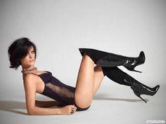 Best Celebrity Legs in High Heels — Jaimie Alexander sexy legs in thigh high stiletto. Jaimie Alexander, Knee High Heels, Hot High Heels, Elegantes Outfit, Sexy Boots, Sexy Legs, Gorgeous Women, Beautiful, Hot Girls
