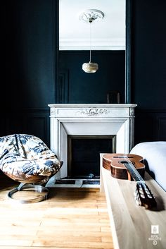 Sophisticated Parisian apartment by Royal Roulotte Decoration & Architecture d' Interieur Modern French Interiors, Dark Interiors, Apartment Renovation, Apartment Design, Living Room Lounge, White Fireplace, Interiores Design, Interior Styling, Home And Living