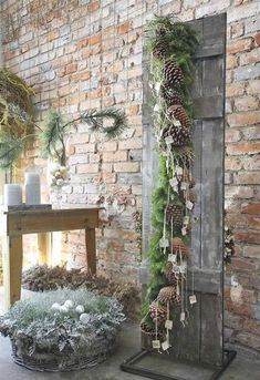 30 outdoor Christmas decoration ideas # for Informations About 30 Outdoor-Weihnachtsdekoration Ideen – Dekorations Design Pin You can easily use my … Winter Wonderland Christmas, Gold Christmas Tree, Natural Christmas, Rustic Christmas, Vintage Christmas, Christmas Wreaths, Christmas Crafts, Primitive Christmas, Christmas Ideas