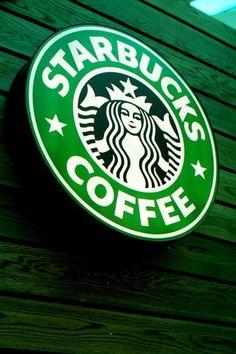Adoro sentarme en Starbucks a tomar un café. leer un libro y observar a la gente que esta a mi al rededor.