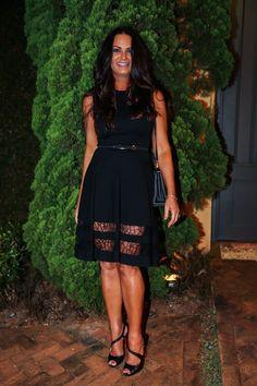 A ex-modelo Luiza Brunet arrasou com vestido preto curto em festa em São Paulo. Na noite desta segunda-feira, 28, famosos estiveram em jantar em homenagem ao diretor de moda Giovanni Frasson em sua residência no Morumbi, Zona Sul da cidade. ...