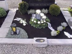Image 22 from contribution: All Saints' Day grave decoration in Swabia Cemetery Decorations, Table Decorations, Holiday Wreaths, Holiday Decor, All Saints Day, Diy Projects For Beginners, Diy Chicken Coop, Real Plants, Outdoor Gardens