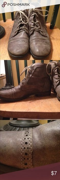 """Adorable Gray Ankle Boots! These adorable gray ankle boots are gently used and in great condition. The laces are in """"ok"""" condition but very usable. There is some scuffs and strings as shown in pictures above. The details add a nice touch to the boot. G. H. Bass&Co. Shoes Ankle Boots & Booties"""