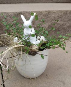 Hase Hase The post Hase appeared first on Blumen ideen. Happy Easter, Easter Bunny, Easter Eggs, Easter Projects, Easter Crafts, Easter Wreaths, Fall Wreaths, Wreath Drawing, Fall Door Decorations