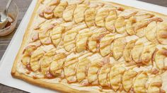 Apple and Cream Cheese Pizza Need a quick and easy recipe for brunch or dessert? Keep this apple-topped crescent pizza recipe in your back pocket. Fruit Pizza Frosting, Fruit Pizza Bar, Easy Fruit Pizza, Fruit Pizzas, Fruit Fruit, Quick Pizza, Quick Bread, Best Apple Desserts, Apple Recipes