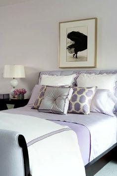 Dormitorio blanco y malva