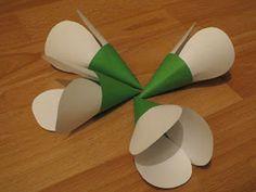 a hóvirág. Nagyon vártam a telet, a havat, meg is érkezett, de hamar el is olvadt. Napok óta borongós, esős, ködös az időjárás. Oly... Diy And Crafts, Crafts For Kids, Arts And Crafts, Paper Crafts, Diy Flowers, Spring Flowers, Paper Flowers, Toilet Roll Craft, Mather Day