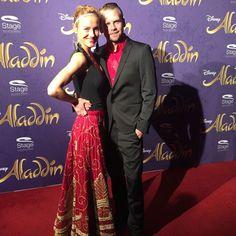 Schauspielerin Rhea Harder-Vennewald mit Begleitung auf der Premiere von Disneys #Aladdin #AladdinHamburg