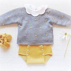 Com Maria Carapim In - maallure Baby Knitting Patterns, Baby Clothes Patterns, Baby Dress Patterns, Knitting For Kids, Fashion Kids, Toddler Fashion, Knitted Baby Clothes, Baby Bloomers, Baby Sweaters