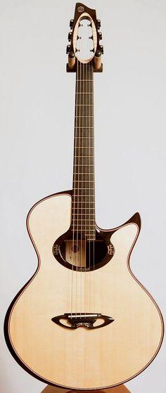 Une Casimi C2 Grand Auditorium. Retrouvez des cours de guitare d'un nouveau genre sur MyMusicTeacher.fr