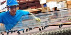 Tecnoglass adquirió activos en EE. UU., 'incluido' el dueño | Tecnoglass - fabricante de vidrio arquitectónico, ventanas y productos de aluminio para áreas industriales, residenciales y comerciales, con planta en Barranquilla- compró los contratos pendientes de la estadounidense RC Aluminum Industries.  Esta empresa norteamericana también fabrica e instala productos de vidrio para uso arquitectónico y tiene convenios para suministrar materiales a proyectos en EE. UU., especialmente en el…