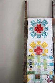 Oh Summer - Cluck Cluck Sew spin cycle quilt pattern Longarm Quilting, Quilting Projects, Quilt Ladder, Quilt Hangers, Cluck Cluck Sew, Quilt Display, Sewing Blogs, Quilted Wall Hangings, Quilt Patterns Free