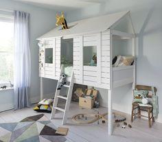 Настоящее «секретное убежище» предназначено для юных мечтателей, которые предпочитают играть не на полу, а на кровати. Дизайн напоминает домик на дереве, что, как известно, приводит детей в восторг.