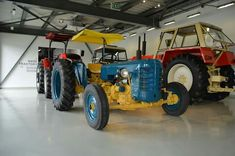 Exhibition of historic Zetor tractors Vintage Tractors, Car Brands, Monster Trucks, Retro, Vehicles, Gallery, Farm Gate, Rolling Stock, Retro Illustration