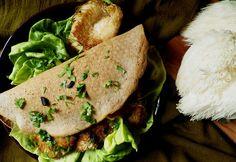 Quinoa Raz!: Stek z soplówki jeżowatej (yamabushi) z czarnym czosnkiem i kolendrą w bezglutenowym placku z płatkami quinoa
