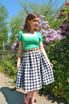 The Picnic Blanket Skirt - http://www.tillyandthebuttons.com    *Easy Sewing Project