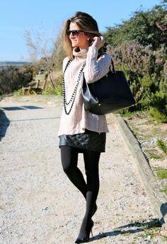 Inspiraçao do dia_look para o trabalho_blusa de lã e saia de couro_Trico_saia de couro e meia calça preta_look de inverno_moda feminina no inverno