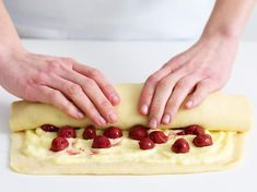 Pudding slices with cherries - that's how it works - Kochrezepte - Kuchen Bread Recipes, Baking Recipes, Bread Appetizers, Cheese Snacks, Pudding Desserts, Love Eat, Food Cakes, Cakes And More, Cheesecake Recipes