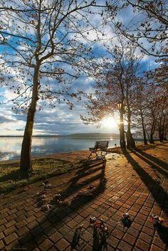 Kastoria - Greece (von Nick-K (Nikos Koutoulas)) · Nature Pictures, Cool Pictures, Beautiful Pictures, Beautiful World, Beautiful Places, Amazing Places, Landscape Photography, Nature Photography, Myconos