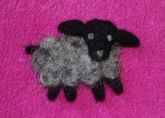 Får - Brosch i ull grå och svart