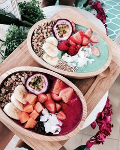 Smoothies are a good addition to anyone's diet, and many people have fallen in love with their delicious taste and added health benefits. From sweet treats to green smoothies, there are a variety o… Cute Food, Good Food, Yummy Food, Tasty, Smoothie Bowl, Smoothie Recipes, Acai Smoothie, Food Goals, Aesthetic Food