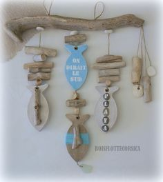 Clay fishes with driftwood and shells? Sea Crafts, Nature Crafts, Crafts To Do, Driftwood Mobile, Driftwood Art, Driftwood Projects, Diy Projects, Driftwood Ideas, Deco Marine