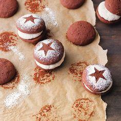 In der Weihnachtsbäckerei ... gibt es ab sofort neue kleine Stars: unsere Christmas-Whoopies. Warum kann nicht immer Weihnachten sein?