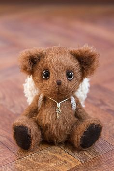 Beautiful, beautiful teddy.  I would love him.